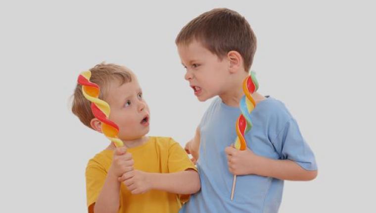 Kardeşini kıskanan çocuğa nasıl davranılmalı? Yeni doğan kardeş kıskançlığı
