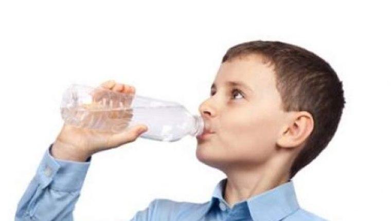 Oturarak su içmenin yararları