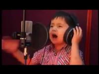 Afgan çocuğun inanılmaz sesi